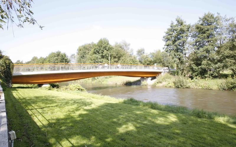 B6 – Des ponts-sculptures à l'aide de bois massifs collés
